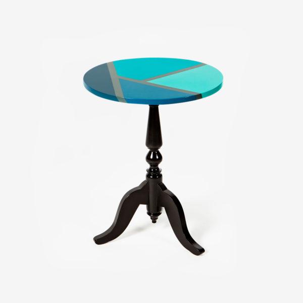 Table d'appoint noire plateau bleu vert design géométrique