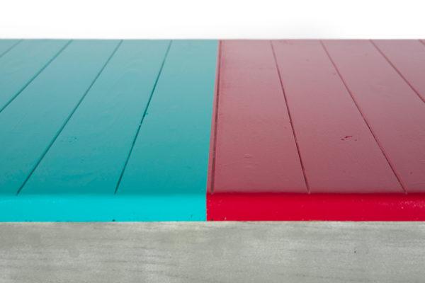 Table basse rouge et verte en bois massif recyclé