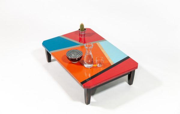 Table basse écologique design motifs géométriques