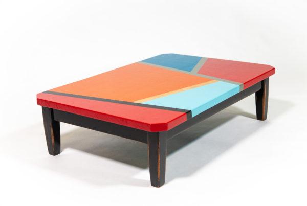 Table basse design multicolore motifs géométriques meuble éthique