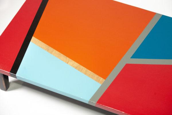Table basse design multicolore motifs géométriques meuble écologique