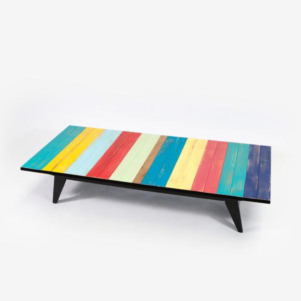 Table basse couleurs vives pieds compas noirs bois recyclé