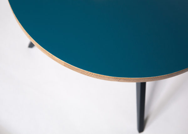 Table basse responsable plateau chêne massif bleu