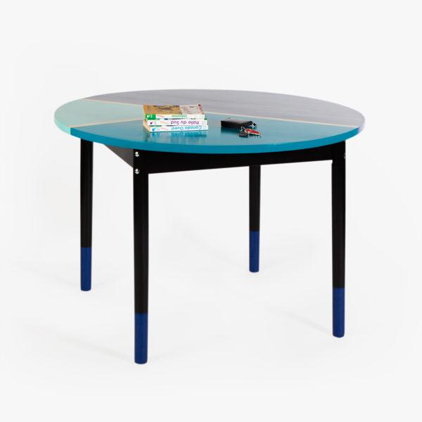 Table en bois recyclé design formes géométriques bleues