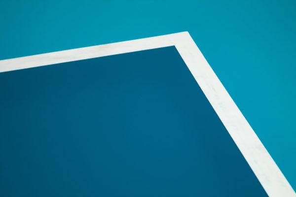 Table bureau plateau bleu et blanc meuble écoresponsable