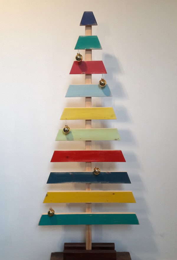 Sapins de Noël écoresponsables en bois coloré