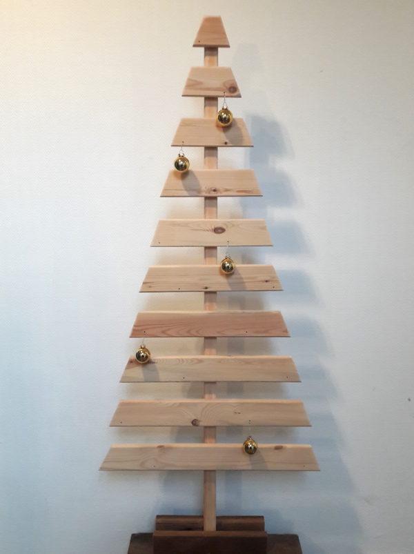 Sapins de Noël durables en bois recyclé