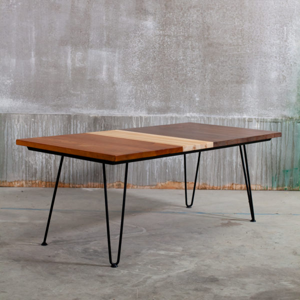Table basse bois recyclé teinté sur pieds épingles