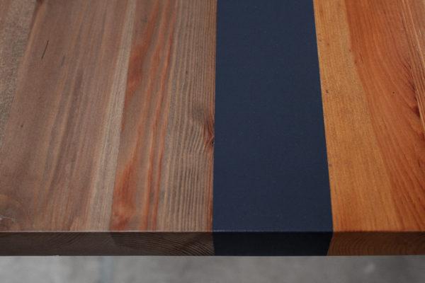 Customisation design teinte et peinture sur table en bois