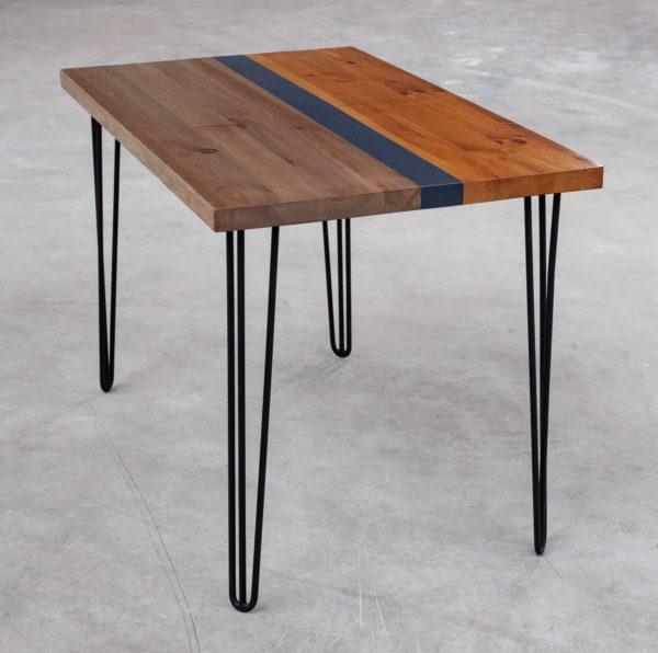 Table bureau en bois recyclé coloré sur pieds métal