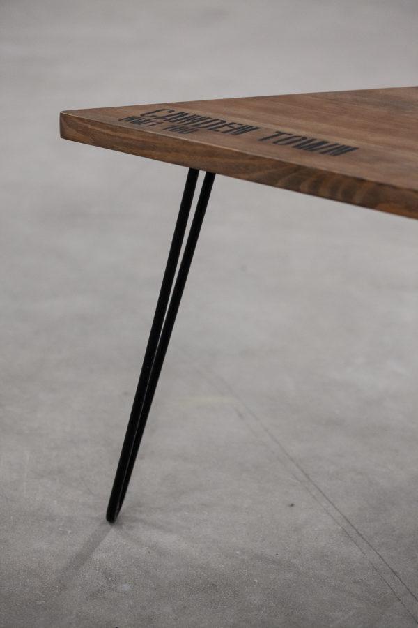 Table de chevet en bois massif pieds en acier