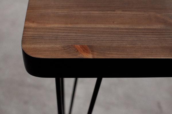 Console en bois sombre et noir sur pieds en acier