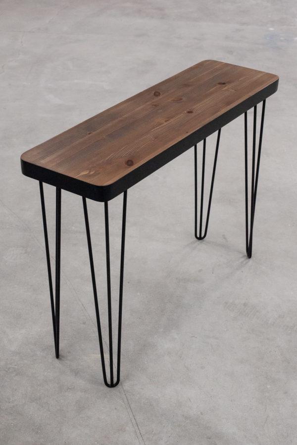 Console écoresponsable en bois massif sur pieds noirs en métal