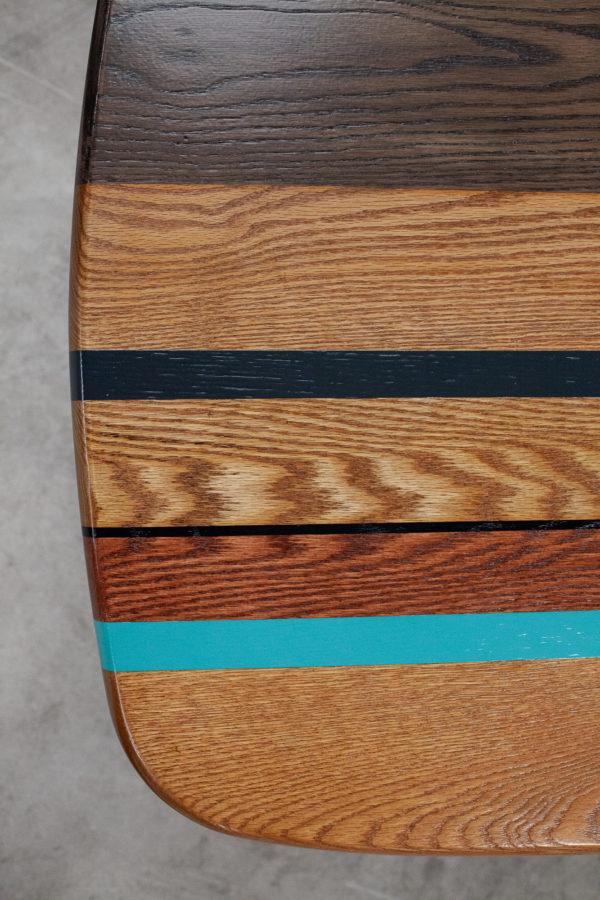 Table basse en chêne design bandes colorées