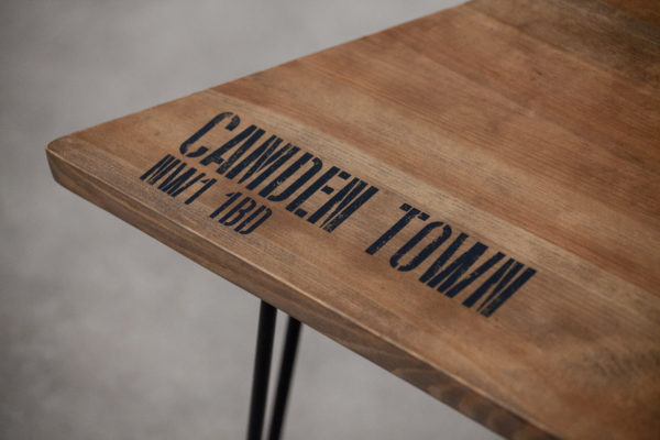 Table de chevet bois massif sérigraphié