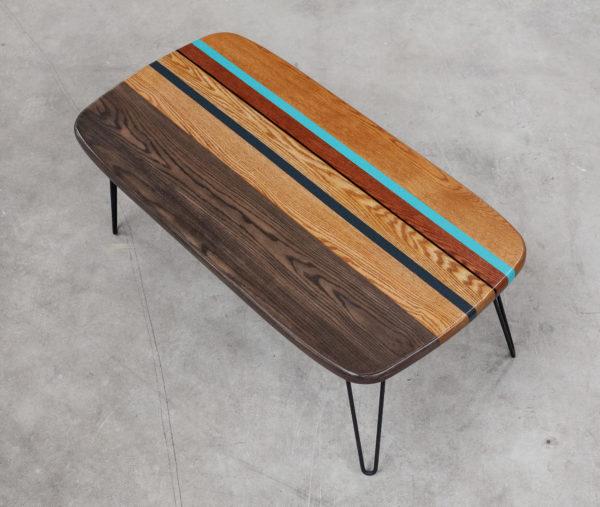 Table basse écoresponsable en chêne design coloré