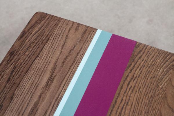 Table basse en chêne design lignes colorées