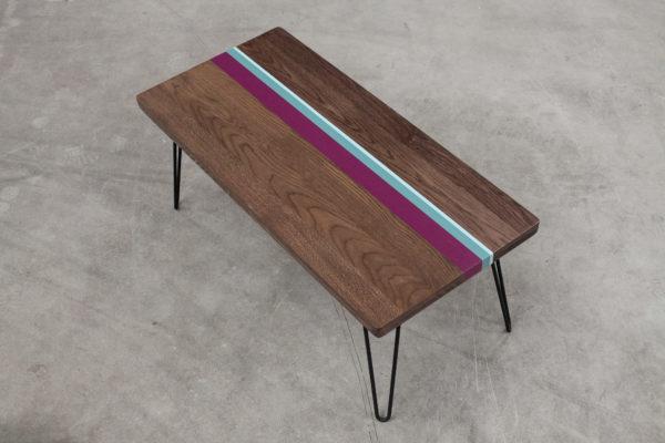 Table basse éthique en chêne design sur pieds épingles