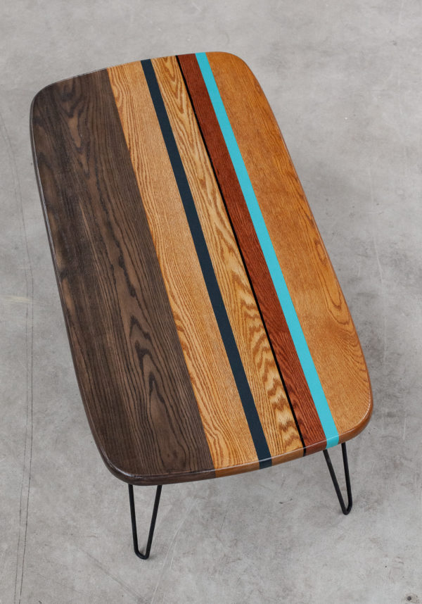 Table basse chêne massif coloré sur pieds acier