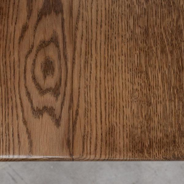 Table en chêne massif au style industriel