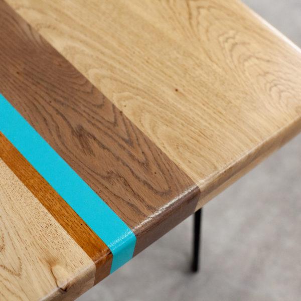 Table basse chêne massif design géométrique coloré
