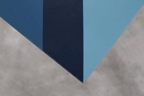 Table design customisation bandes bleues