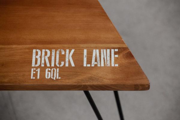 Table en bois massif avec sérigraphie personnalisable