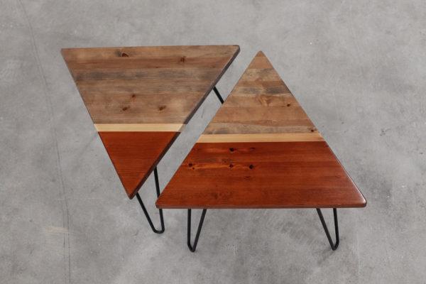 Tables de chevet éthiques tripodes en bois coloré et métal