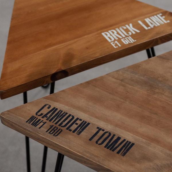 Tables basses en bois sérigraphié sur pieds épingles
