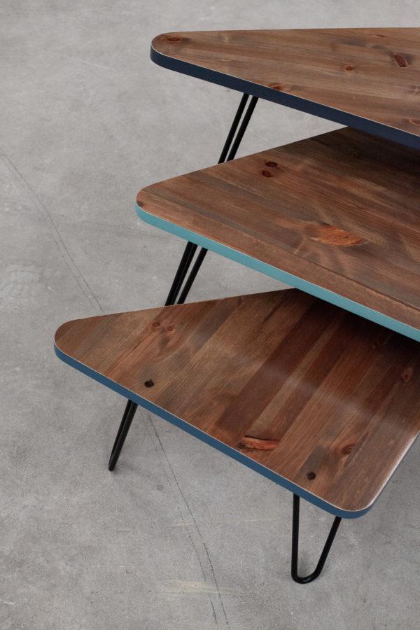 Tables gigognes en bois massif recyclé au bois sombre et coloris bleu-verts