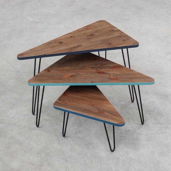 Tables gigognes triangulaires tripodes écoresponsables en bois recyclé design
