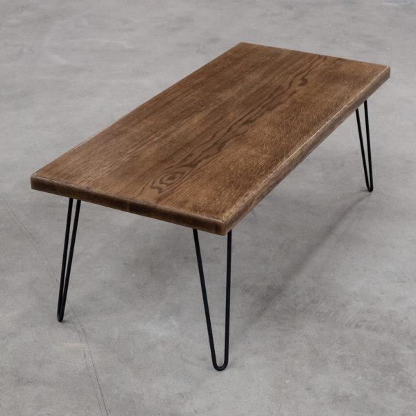 Table basse écoresponsable en chêne massif sur pieds épingles en acier